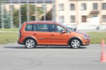 volkswagen-cross-touran-10