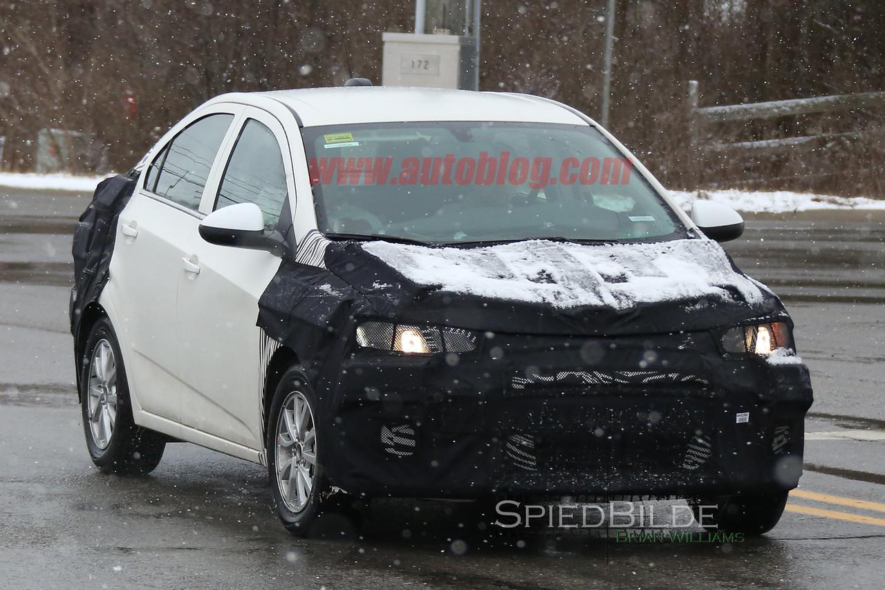 Chevrolet-sonic-2018-spy-2