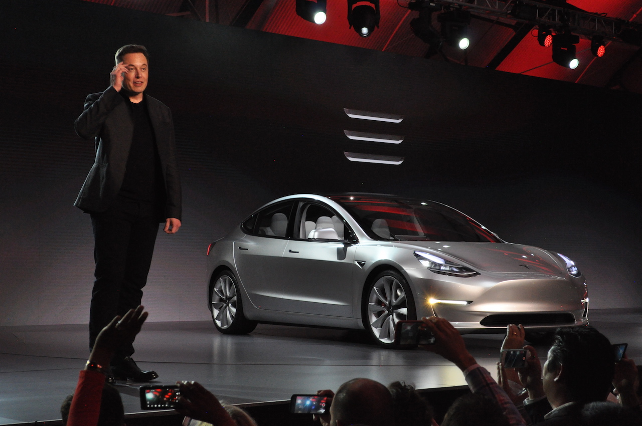 Tesla_Model_3_3
